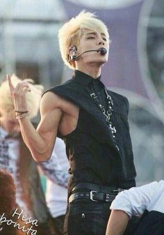 Kim Jonghyun, u may have lost a bit of your packs, but this makes up for it  (O.O)