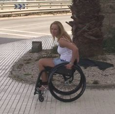 my legbraces make me free Spinal Cord Injury, Lady, Athlete, Wheelchairs, People, Beauty, Women, Fashion, Amor