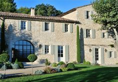 Recently built villa in Lacoste, Luberon
