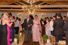 Vestido Sob Medida Carolina Barbosa, com uma super inovação, foi usado liocel, no tecido da capa, um fibra ecologicamente correto, nunca antes usado para fazer roupa de festa.