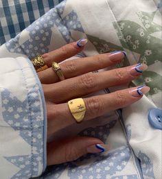 Nail Design Stiletto, Nail Design Glitter, Nail Ring, Nail Manicure, Nail Polish, Daisy Nails, Nail Tattoo, Oval Nails, Funky Nails