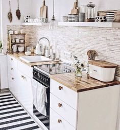 48 Catchy Small Kitchen Ideas That Can Make Inspire All People apartment kitchen Creative ideas can be put to good use when coming up with a small kitchen design. Small Apartment Kitchen, Home Decor Kitchen, Interior Design Kitchen, Home Design, New Kitchen, Kitchen Dining, Design Ideas, Nordic Kitchen, Kitchen Designs