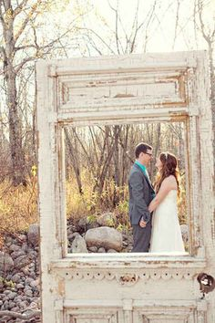 Vintage Door Photo Frame | 15 Insanely Awesome DIY Wedding Photo Booth Backgrounds