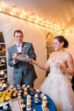 Ready, sweetheart | Photo credit: Dana Cubbage Weddings, wedding cupcakes: Cupcake DownSouth #weddingcupcakes
