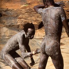 Resonant Standing Waves in Surma Body Art