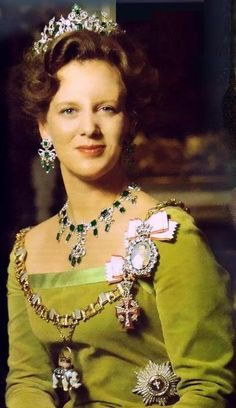 Wear your crown: Queen Margrethe of Denmark wearing the Emerald Parure Tiara. Royal Crowns, Royal Tiaras, Tiaras And Crowns, Denmark Royal Family, Danish Royal Family, Danish Royalty, Old Portraits, Royal Jewelry, Glamour