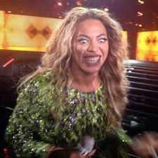 A collection of awkward celebrity photos captured at the perfect time will make you cringe. Some of the pictures of your favorite celebs are so funny that you can't stop laughing. Memes Beyonce, Beyonce Funny, Meme Rindo, Dankest Memes, Funny Images, Funny Photos, Reaction Face, Current Mood Meme, Funny Reaction Pictures