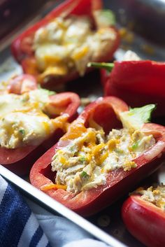 These low carb stuffed peppers are filled with a spicy cream cheese chicken filling! So good and perfect for a keto diet! These low carb stuffed peppers are filled with a spicy cream cheese chicken filling! So good and perfect for a keto diet! Cream Cheese Stuffed Peppers, Low Carb Stuffed Peppers, Cream Cheese Chicken, Chicken Stuffed Peppers, Stuffed Green Peppers, Healthy Recipes, Low Carb Recipes, Cooking Recipes, Ketogenic Recipes