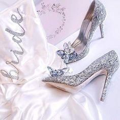 Cinderella Wedding Shoes, Wedding Shoes Bride, White Wedding Shoes, Wedding Boots, Bride Shoes, Green Wedding, Wedding High Heels, Frauen In High Heels, Evening Shoes