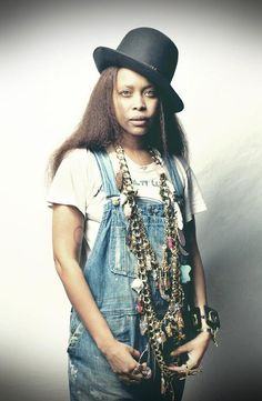 Bad Ass Badu!!! Love the neck piece on Dangaras + the Bowler hat. #Coolest Chick I know.