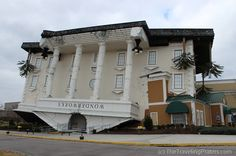 Family Fun at WonderWorks in Pigeon Forge Tennessee via www.thetravelingpraters.com