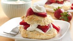 Strawberry shortcake biscuits a top-rated recipe, and for good reason. Using Original Bisquick™ mix ensures a perfect result every time. Light, fluffy Bisquick shortcakes are a perfect complement to sweetened berries and freshly whipped cream. Fun Desserts, Delicious Desserts, Dessert Recipes, Jello Deserts, Easter Desserts, Dessert Dishes, Easter Treats, Fruit Recipes, Dessert Ideas