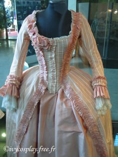 The Way We Dress: Marie Antoinette 18th Century Dress, 18th Century Costume, 18th Century Fashion, Marie Antoinette, Vestidos Vintage, Vintage Dresses, Vintage Outfits, Vintage Fashion, Rococo Dress