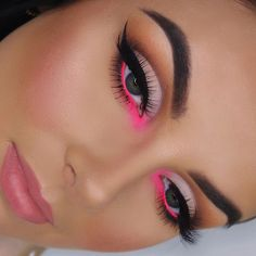 Very cute makeup with pink color – Miladiesnet - Makeup Trends 2019 Makeup Eye Looks, Eye Makeup Art, Pretty Makeup, Eyeshadow Makeup, Pink Eyeshadow, Eyeshadows, Pop Of Color Eyeshadow, Gorgeous Makeup, Rave Eye Makeup