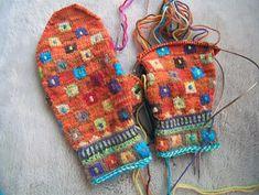 Ravelry: lacesockslupins' 'Folkloric Blocks' => Mittens