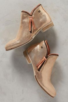 Beautiful metallic rose gold booties Fall 2017 shoe trends Zapatos Planos e1d2d60014b