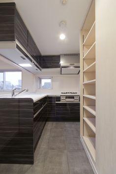 L型キッチンでキッチン収納も備え付け 床はタイル貼床です CO+ GALLERY(コプラスギャラリー)   コーポラティブハウスの株式会社コプラス