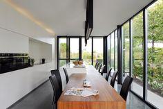 Zowel ontwerp woning als ontwerp meubelwerk door Stam architecten. Publicatie Het Laatste Nieuws Wonen Antwerpen 10 10 2015 foto Eddy Vangroenderbeek stam.be