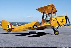 De Havilland (Canada) DH-82A Tiger Moth aircraft picture