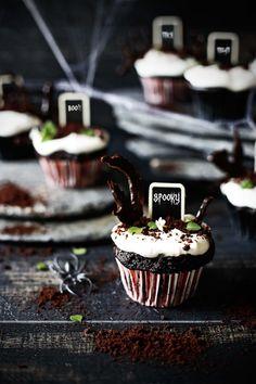 Pratos e Travessas: Cupcakes de chocolate para o dia das bruxas # Halloween chocolate cupcakes! | Food, photography and stories