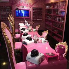 Glamour Queen Crazy Over The Top 💖✨ Home Nail Salon, Nail Salon Design, Nail Salon Decor, Beauty Salon Decor, Salon Interior Design, Beauty Salon Interior, Beauty Bar, Kids Hair Salon, Kids Spa Party