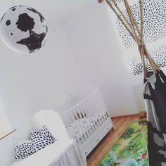 Babyzimmer, Kinderzimmer, Jugendzimmer, für Jungs oder Mädchen – Zimmereinrichtungen und Gestaltungsideen gibt es viele. Und hier noch eine weitere: unser Kinderzimmer!