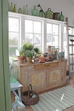 rustic Garden room The garden room in vibekedesigns lovely home is our kind of happy place Vibeke Design, Shed Plans, Barn Plans, Garage Plans, French Country Decorating, Cottage Style, Cottage Chic, Painted Furniture, Farmhouse Decor