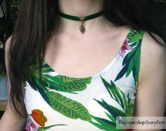 Green velvet choker with bronze color pendant-leaf, emerald velvet necklace, fabric choker jewelry, charm necklace, chunky necklace by IvoryFern on Etsy