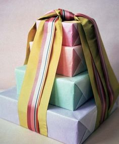 Tower of Boxes: Several boxes are stacked & tied up in two giant ribbons. Each box is wrapped first in colored tissue paper, then frosted over with a sheet of glassine, available by the sheet or roll from archival-supply houses. Creative Gift Wrapping, Creative Gifts, Wrapping Ideas, Wrapping Gifts, Wrapping Papers, Creative Ideas, Pretty Packaging, Gift Packaging, Packaging Ideas