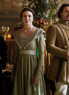 Eleanor Tomlinson as Lady Isabel Neville in The White Queen (TV Series, 2013).