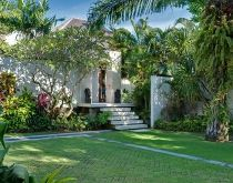 Bendega Nui - Entrance to one bedroom suite. #canggu #bali #balivillas #luxuryvillas