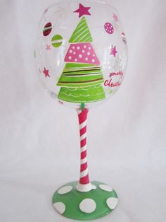 painted wine glasses for Christmas presents! Christmas Wine Glasses, Diy Wine Glasses, Decorated Wine Glasses, Hand Painted Wine Glasses, Wine Glass Crafts, Wine Craft, Wine Bottle Crafts, Pebeo Porcelaine 150, Wine Bottle Art