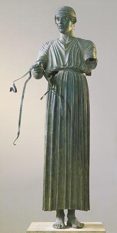 Auriga de Delfos. 478-474 aC. Bronze, 1, 80 cm. Delfos: Museu Arqueològic * Descoberta el 1896 al santuari d'Apol·lo a Delfos.