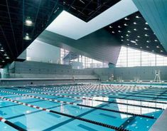 Morphosis Architects / Thom Mayne, Roland Halbe · University of Cincinnati Campus Indoor Swimming Pools, Swimming Pool Designs, Morphosis Architects, Swimming Pictures, Architectural Lighting Design, University Architecture, University Of Cincinnati, Light Architecture, Gymnasium Architecture