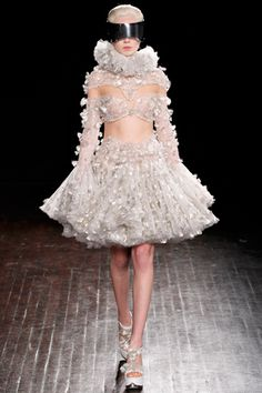 Alexander McQueen Fall 2012 Ready-to-Wear #EasyNip
