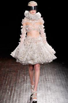Alexander McQueen Fall 2012 Ready-to-Wear #EasyNip
