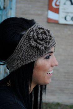 Headband de crochet con flor (varios colores) - $65 pesos.