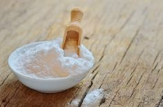 Baking soda does a whole lot more than make batter rise! Pull out that baking so… - Beauty Tipps und Tricks Natural Cures, Natural Health, Halitosis, Baking Soda Uses, Sodium Bicarbonate, Nutrition, Natural Medicine, Health Remedies, Diabetes Remedies