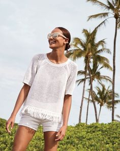Crew women's fringy sweater, denim short in white and Betty sunglasses. Warm Outfits, Summer Outfits, Casual Outfits, Fashion Outfits, Preppy Fashion, Fashion Trends, Preppy Style, My Style, Weekend Wear