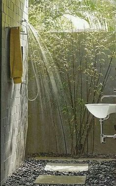nice outdoor shower for my dream home! always wanted an outdoor shower! Outdoor Bathrooms, Outdoor Rooms, Outdoor Living, Outdoor Showers, Outdoor Baths, Indoor Outdoor, Luxury Bathrooms, Chic Bathrooms, Outdoor Kitchens