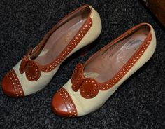 Fantastic Vintage Style Cream Leather Spectator Heels With bow