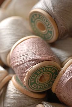 Vintage wooden spools of blush and taupe thread Yarn Thread, Thread Spools, Needle And Thread, Silk Thread, Vintage Sewing Notions, Vintage Sewing Patterns, Costura Vintage, Little Mercerie, Wooden Spools