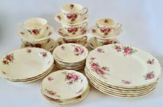 Colclough 18 Piece Ruby Red Rose Part Set. All In Great Condition. Tout Rose, Ruby Red, Oeuvre D'art, Red Roses, Conditioner, Plates, Tableware, Gold, Pottery