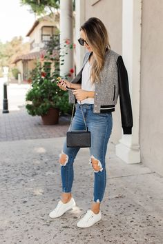 an easy casual fall outfit Hipster Outfits, Casual Fall Outfits, Cute Outfits, Beautiful Outfits, Stylish Outfits, Girl Outfits, Rugby Shirts, Varsity Jacket Outfit, Shirt Outfit
