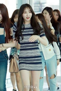 Cute Japanese Girl, Japanese Girl Group, Kpop Girl Groups, Kpop Girls, Yuri, Gfriend Sowon, Perfect Figure, Red Velvet Seulgi, Airport Style