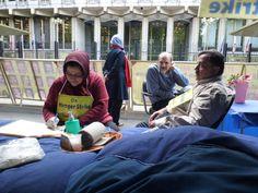 Hunger strike outside US Embassy in London   01/10/2013