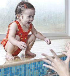Bambino Mio bebek mayoları, gizli su geçirmez tabakaya ve pamuklu bir yapıya sahiptir. Mayomuzu kullandığınız zaman, ekstra bebek bezi kullanımına gerek kalmaz. İncelemek için; http://www.bambinomio.com/tr/our-products/swim-nappies