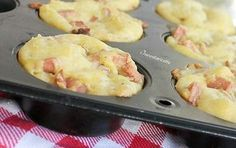 Muffin di Patate con Wurstel e Formaggi Un finger food sofficissimo e saporito, facile da preparare e ideale per buffet salati, per picnic e gite fuori por