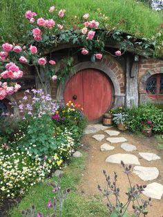 Hobbit Village in New Zealand Hobbit Land, The Hobbit, Hobbit Door, Root Cellar, Earth Homes, Gnome House, Casa Linda, Casa Ideal, Fairy Doors
