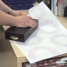 Gift Wrapping Tutorial-Stop everything and watch this one life-changing wrapping hack. Present Wrapping, Creative Gift Wrapping, Creative Gifts, Easy Gift Wrapping Ideas, Creative Gift Packaging, Japanese Gift Wrapping, Gift Ideas, Diy Crafts Hacks, Diy Crafts For Gifts
